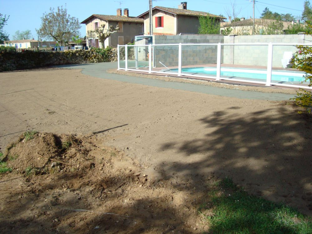 Piscine et terrain de tennis stpf for Surface d un terrain de tennis